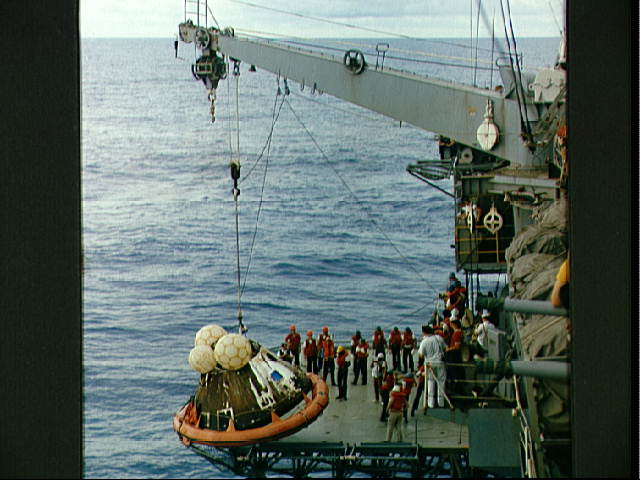 Apollo13commandmodulepostsplashdown.jpg (53565 bytes)